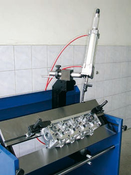 Comec machines BST860 cylinder head work station
